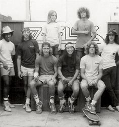 z boys.Tony Alva - So in love! My brothers were awesome skateboarders, too. One of them used to work at a skateboard park in Fountain Valley. I totally wanted to work there. For the boys, though. Stacy Peralta, Lords Of Dogtown, Skateboards Vintage, Old School Skateboards, Jay Adams, Tony Alva, Vive Le Sport, Skate And Destroy, Retro Vintage