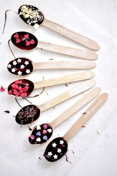 Homemade chocolate spoons from Miss Homemade – Air Dry Clay Diy Crafts Love, Cork Crafts, Diy Crafts For Kids, Chocolate Spoons, Chocolate Gifts, Homemade Chocolate, Christmas Crafts For Gifts, Christmas Gifts For Mom, Craft Gifts