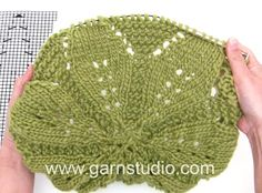 In this DROPS video we show how to knit chart for the Morning Star jumper in DROPS This jumper is made in DROPS Paris, but in the video we knit wi. Knitting Videos, Crochet Videos, Knitting Stitches, Knitting Designs, Free Knitting, Drops Design, Thing 1, Thick Yarn, Knitted Hats