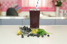 What's a New Year's Eve without fireworks? Carolyn is here to share her fantastic recipe for the Frozen Fireworks Smoothie! The blueberries, bananas and almond milk mix extremely well with the spinach, and with a …