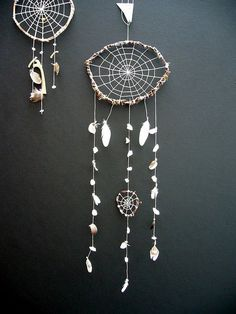 dream catcher...this just gave me an idea to make a seashell dream catcher. i need seashells. i need to go to the beach