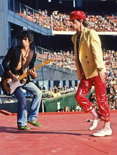 Mick Jagger and Keith Richards Performing Rolling Stones Logo, Like A Rolling Stone, Rock And Roll Bands, Rock N Roll Music, Greatest Rock Bands, Best Rock, Mick Jagger Rolling Stones, Ron Woods, Moves Like Jagger