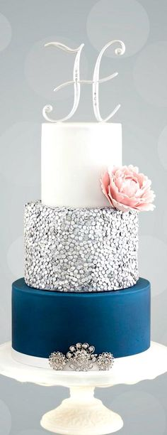 Silver Sequin Cake (minus the pink flower) Fancy Cakes, Cute Cakes, Pretty Cakes, Wedding Cake Designs, Wedding Cakes, Princesse Party, Sequin Cake, Bolo Cake, Sweet 16 Cakes