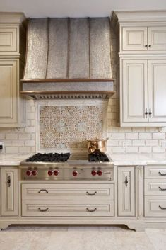 Stylish And Eye-Catching Kitchen Hoods - Kitchen Vent Hood, Kitchen Stove, Kitchen Backsplash, New Kitchen, Vintage Kitchen, Backsplash Wallpaper, Backsplash Cheap, Travertine Backsplash, Mirror Backsplash