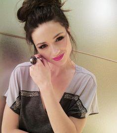 Sam Patterson x samjpat x pink lipstick + dark hair + fair/white skin = I know I could do this look!