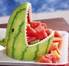 Add a jaw dropping centerpiece to any brunch or summer picnic with the watermelon shark fruit server. You'll be able to serve your favorite fruits in a. Cute Food, Good Food, Awesome Food, Brunch, Watermelon Carving, Shark Watermelon, Carved Watermelon, Watermelon Cake, Food Carving