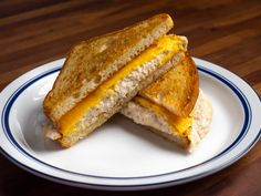 The Tuna Melt Manifesto: 7 Ways to Improve Your Melt As American as apple pie, tuna melts prove that the unexpected combination of tuna salad and hot cheese can be deeply delicious. There are many ways to make them, but some rules shall not be broken. Tuna Melt Sandwich, Tuna Melts, Sandwich Recipes, Easy Diner, Tuna Melt Recipe, Open Faced Sandwich, Comfort Food, Serious Eats, Quick Recipes