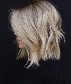 Trendy Hair Highlights : Color and cut! Trendy Hair Highlights : Color and cut! Medium Hair Styles, Curly Hair Styles, Shag Hairstyles, Hairdos, Blonde Long Bob Hairstyles, Haircuts For Thin Hair, Lob Hairstyle, Layered Hairstyles, Bridal Hairstyle