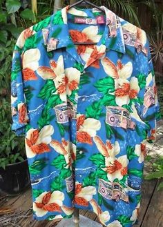 Palm Trees Vintage 1970/'s Red and Gold Hawaiian Print Men/'s Shirt Tropical Flowers Casual Vintage Woody Station Wagon on the Beach