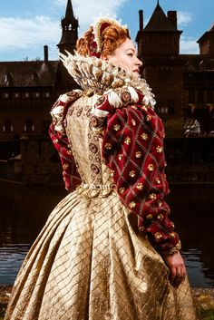 Backside of Elizabethan gown, silk and velvet, embroidered with pearls, galon and gold roses. Ruff with supportasse. Costume made by Angela Mombers. Picture by Bart Kools.