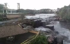 Água escura do Rio Tietê chama a atenção de moradores em trecho de Salto
