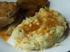 Ciapkapusta typowe danie kuchni śląskiej , choć znana również pod nazwą ciaperkapusta, pańczkraut to nic innego jak tłuczone ziemniaki wymieszane z kapustą kiszoną oraz boczkiem lub skwarkami słoniny. U mnie w domu zawsze podawano z żeberkami., Ciapkapusta przepis, śląska Ciapkapusta,ciaperkapusta przepis, ciaperkraut przepis, ciaprówa przepis, pańczkraut przepis, klaplastra przepis, kapusta z ziemniakami przepis, ziemniaki z kapustą przepis, danie śląskie przepis, danie śląskie, kapust...