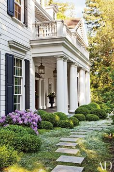 A Colonial Revival Residence in California Provides the Perfect Homebase for a Young Family - Architectural Digest Architectural Digest, Architectural Columns, Exterior Tradicional, Traditional Exterior, Traditional Kitchens, Southern Homes, Southern Charm, Country Homes, Southern Porches