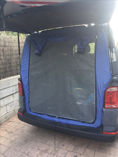 With some reshuffling and customization, the Honda Element can be transformed from a vehicle on the streets into a cozy home. Here are 25 ideas for you. Auto Camping, Minivan Camping, Camping Klo, Truck Camping, Camping Glamping, Camping Hacks, Camping Gear, Camping Cooking, Honda Element Camping