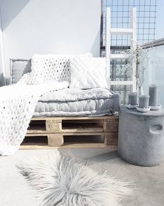 Pallet sofa with mattress cushions - Decoration İdeas - Balkon Palette Furniture, Furniture Design, Outdoor Spaces, Outdoor Living, Outdoor Decor, Chill Lounge, Pallet Bank, Pallet Sofa, Diy Bed Headboard