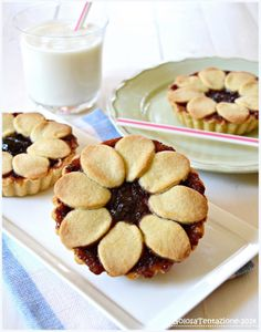 Tarts with cream cheese and jam - Crostatine con crema di ricotta e confettura di ci...