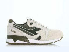 Gewohnte Einzigartigkeit bei diesem Diadora Sneaker in grüner Leder/Canvas Material Kombo. Die Kultmarke hat offenbar ein neues Goldstück entworfen.