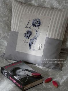 La maison du bonheur: Le chic du noir. Stitches Wow, Cross Stitch Finishing, Pillow Fight, Sewing Studio, Cross Stitch Flowers, Cross Stitching, Couture, Diy Fashion, Crochet