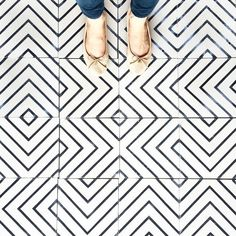Gorgeous geometric black and white tile features a maze like pattern. A simple color scheme yet busy pattern flooring inspiration. Floor Patterns, Textures Patterns, Fun Patterns, Floor Design, Tile Design, Geometric Tiles, Geometric Designs, House Tiles, Wall Tiles