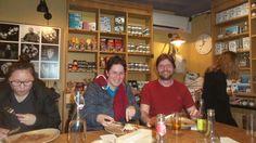 Heel veel keuze aan pannenkoeken in Café Breizh. Wij zaten in de epicerie: gezellig aan gemeenschappelijke tafel. Aanrader: crepe suzette met yuzu en froment met artisjok:-)