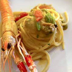 ta Cucina Spaghettone with clams, cherry tomatoes, courgette flowers and scampi - Al. Mozzarella Sticks, Caramel Recipes, Scampi, Clams, Gnocchi, Cherry Tomatoes, Lentils, Cauliflower, Spaghetti