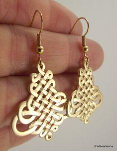 Nudo Oriental oro pendientes aretes de oro por JSWMetalWorks, $24.00
