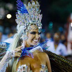 Um pouco da de ontem. Linda noite acompanhando a GRES Acadêmicos Da Rocinha. Lindo poder ver isso de perto.  #leandromarinofotografia #registrandomomentos #capturandoemocoes #instadaily #bestoftheday #picoftheday #photooftheday #fotododia #colors #lightslover #samba #sambodromo #riodejaneiro #sapucai #gresrocinha #carnaval #carnaval2017 #acesso #grupoa - http://ift.tt/1HQJd81