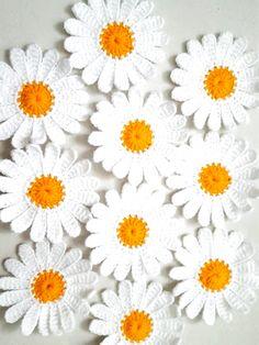 Crochet Flower Tutorial, Crochet Flower Patterns, Crochet Flowers, Crochet Appliques, Crochet Daisy, Irish Crochet, Knit Crochet, Paper Daisy, Paper Flowers