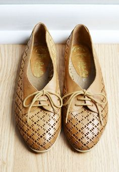 Vintage Shoes Flats Oxfords / Leather Camel Cutout / Preppy Granny / Fall Autumn / by thriftage, $46.00 Etsy // Fashion // Style