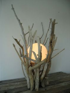 Looks like just one of those globe bulbs with low wattage. Looks like just one of those globe bulbs with low wattage. Driftwood Table, Driftwood Projects, Diy Projects, Beach Crafts, Diy And Crafts, Garden Globes, Creation Deco, Wood Lamps, Glass Lamps