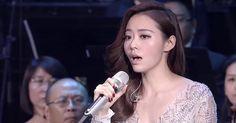 """Jane Zhang este numele unei soprane chineze supranumită şi """"Dolphin Princess"""" care interpretează în acest videoclip """"Diva Dance"""", o celebră secvenţă muzicală compusă de Eric Serra pentru coloana sonoră a filmului """"The Fifth Element"""" (""""Al cincilea element""""), regizat de Luc Besson. Cântecul este imposibil de interpretat din punct de vedere tehnic pentru oameni, având în vedere că melodia originală a fost generată de calculator."""