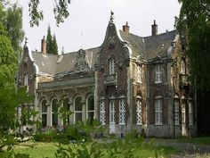 A Nice Savannah Vacation Architecture Old, Beautiful Architecture, Beautiful Buildings, Beautiful Homes, Beautiful Places, Abandoned Castles, Abandoned Buildings, Abandoned Places, Chateau Des Ormes