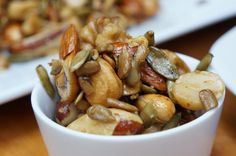 HEALTHY ROASTED NUT NIBBLE. LIKE HONEY ROASTED NUTS BUT HEALTHY! Perfect to entertain with. www.monimeals.com