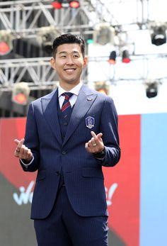 Son Heung-min received a high volume of edits on June 27 2018 at Soccer Stars, Soccer Boys, Football Soccer, Tottenham Wallpaper, London Pride, White Hart Lane, Tottenham Hotspur Fc, Don Juan, Camp Nou