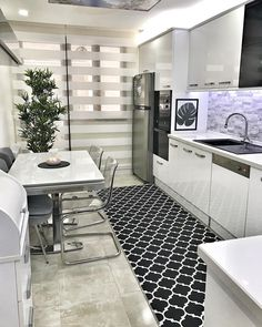 Seven Awesome Things You Can Learn From Home Decoration Pictures. - Home Decor Modern Kitchen Cabinets, Kitchen Interior, Interior Design Living Room, Kitchen Decor, Kitchen Arrangement, Wardrobe Room, Diy Zimmer, Elegant Homes, Apartment Design