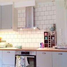 Låter bilderna tala: Stommarna och luckorna är från Ikea (veddinge grå). Beslag från tradera och byggvaruhuset. Bänskskiva, perstorp virrvarr med teakkant och rostfri diskbänk är måttbeställd från … Ikea Kitchen, Kitchen Decor, Kitchen Design, Kitchen Cabinets, Kitchen Ideas, Apartment Kitchen, Kitchen Interior, Interior Decorating, Interior Design