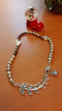 Perlas y metales. Creacion propia.