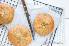 Havermoutbroodjes met oregano - Mind Your Feed Savoury Baking, Healthy Baking, Healthy Recipes, Healthy Food, Slow Carb Diet, A Food, Food And Drink, Low Glycemic Diet, Breakfast Snacks
