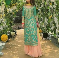 Like shirt designs want for 6 color combination Indian Bridal Lehenga, Pakistani Bridal, Pakistani Outfits, Indian Outfits, Pakistani Clothing, Indian Attire, Indian Wear, Look Short, Hippy Chic