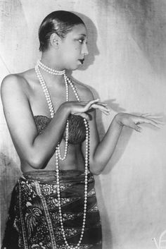 """""""Josephine Baker (June 1906 – April was an American-born French dancer, singer, and actress. Nicknamed the """"Bronze Venus"""", the """"Black Pearl"""", and even the """"Créole Goddess"""" in anglophone nations. Baker was the first African American fe. Josephine Baker, Mary Mcleod Bethune, Women In History, Ancient History, Black History, African History, Art History, Belle Epoque, Foto Poster"""