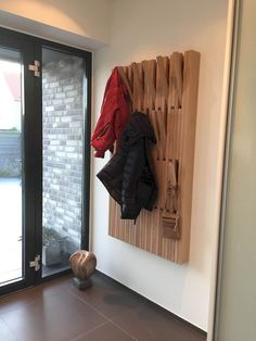 55 Good Solution Minimalist Foyers Decorating Ideas - Page 32 of 58 Wooden Pallets, Wooden Diy, Garderobe Design, Diy Furniture, Furniture Design, Furniture Removal, Woodworking Furniture, Flur Design, Foyer Decorating