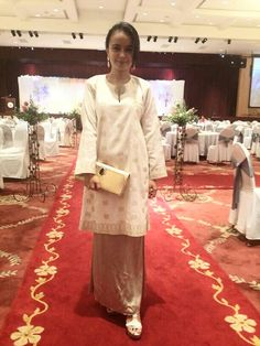 Muslim Wedding Dress With Hijab Red - Dress Wedding Hijabi Wedding, Muslim Wedding Dresses, Blue Wedding Dresses, Wedding Wear, Dress Wedding, Hijab Fashion, Fashion Dresses, Women's Fashion, Diy Flower