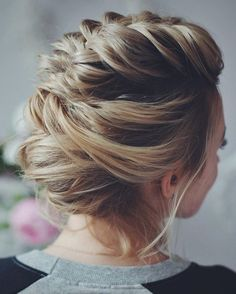 10 Stunning Up Do Frisuren – Bun Updo Frisur Designs für Frauen, loose-updo-frisuren-prom-wedding- , Trend Frisuren Chic Short Hair, Prom Hairstyles For Short Hair, Prom Hair Updo, Short Hair Updo, Hair Dos, Up Hairstyles, Loose Updo, Homecoming Hairstyles, Hairstyle Ideas