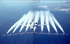 Frecce tricolori salutano l'ultimo volo del MB80