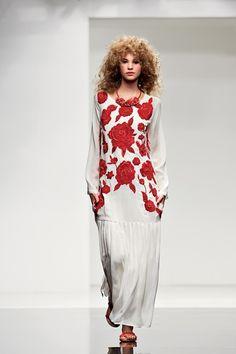 Sfilata Twin-Set Simona Barbieri Milano - Collezioni Primavera Estate 2015 - Vogue
