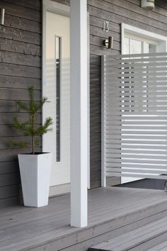 Tady to mají vůbec nízko Outside Living, Outdoor Living, Outdoor Decor, Privacy Fence Designs, Garden Design, House Design, Small Backyard Landscaping, Exterior, Back Patio