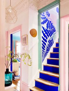 This artist's incredibly colorful rental will inspire you to add color to yours. #colorful #colorfuldecor #colorfulrental #pink #pinkdecor #mural #wallart #walldecor #staircaseideas #entryway #entrywayideas #hallway #hallwaydecor #millennialpink #cobaltblue #maximalistdecor #uk #ukapartments Hand Painted Wallpaper, Painting Wallpaper, Paint And Paper Library, Anna Jacobs, Little Greene Paint Company, Interior Inspiration, Design Inspiration, Estilo Interior, Up House