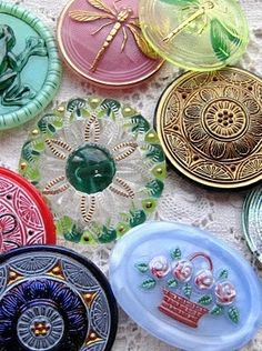 Sewing Vintage Vintage czech glass buttons -- these would be pretty as chokers or bracelets, stitched singly onto a piece of ribbon. Button Art, Button Crafts, Sewing Notions, Vintage Love, Vintage Art, Vintage Buttons, Vintage Sewing, Glass Art, The Incredibles