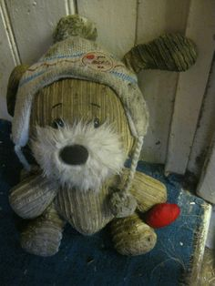 Via @mkicool on Twitter, 16 Mar: LOST TEDDY WANTS HIS FAMILY BACK please retweet found on river thames in oxford between osney lock and rail bridge  //I really like the idea of the world coming together to get this stuffed toy back to the person who loves it. :)