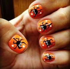 Want to be different when celebrating Halloween night this year? One way to be different and the standout is to paint your nails with a Halloween theme. You can draw skulls, Halloween pumpkins and … Cute Halloween Nails, Halloween Nail Designs, Diy Halloween, Halloween Spider, Costume Halloween, Classy Halloween, Women Halloween, Art Costume, Halloween Pictures
